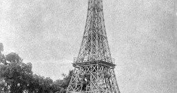 Tahukah Anda: Pelantikan Ratu Wilhemina dipersembahkan dengan Menara Eiffel dari bambu di Indonesia?