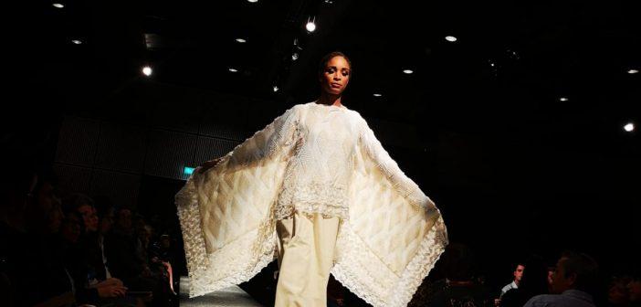 Kesakralan pola kain tradisional yang mewarnai catwalk Belanda
