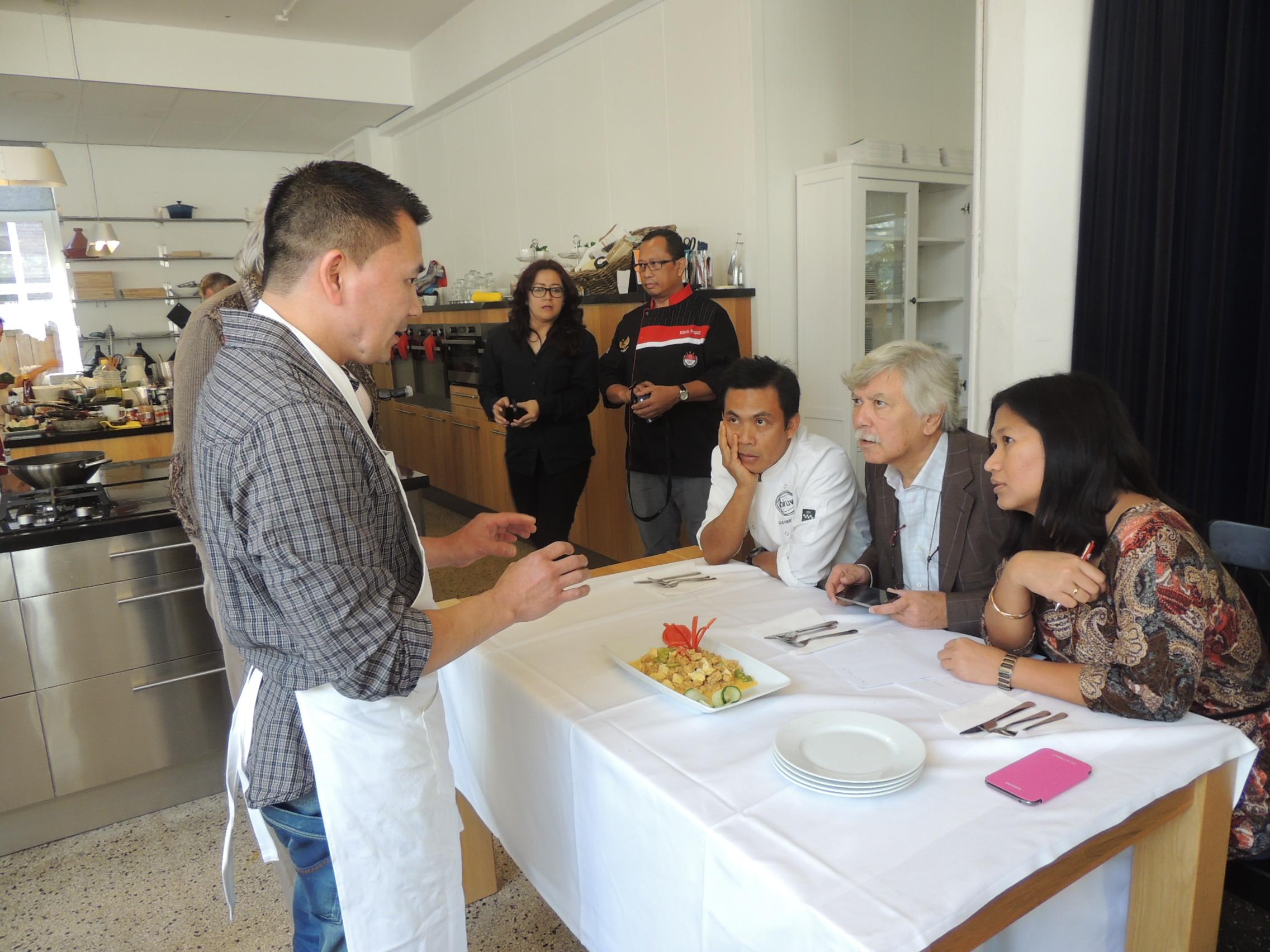 Bapak Agus Hermawan (Restoran Blauw), Bapak Benno R. Renaud (Asia Gastronomica), Ibu Detty Janssen (DJ's Kitchen 'n Shop)