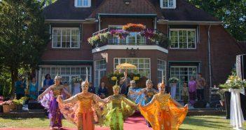 Een levendige Indonesische bruiloft in Nederland